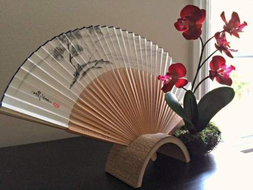A hand-painted fan makes a great souvenir from Japan that fits into even the fullest of suitcases!