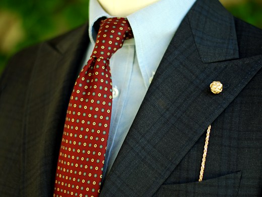 lapel-chain-feature