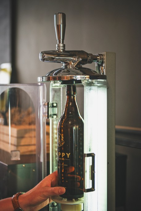 Fill the growler with fresh craft beer from tap