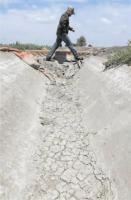California orders large water cuts image