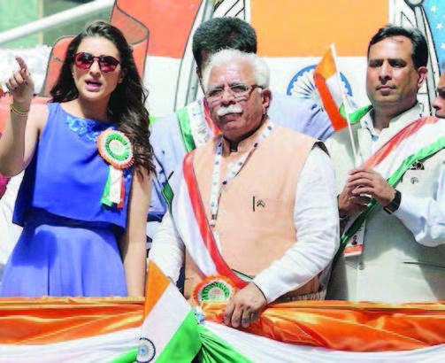 Chief Minister Manohar Lal at the India Day Parade in New York, August 16. Seen in the picture: Consul General Dnyaneshwar M Mulay (second left), Bollywood actor Parineeti Chopra, Manohar Lal