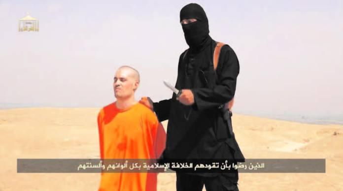 US journalist Steven Sotloff kneeling next to a masked Islamic State fighter, known as 'Jihadi John.