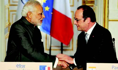 Prime Minister Modi and French President Hollande shake hands at the joint press conference in Paris, April 10