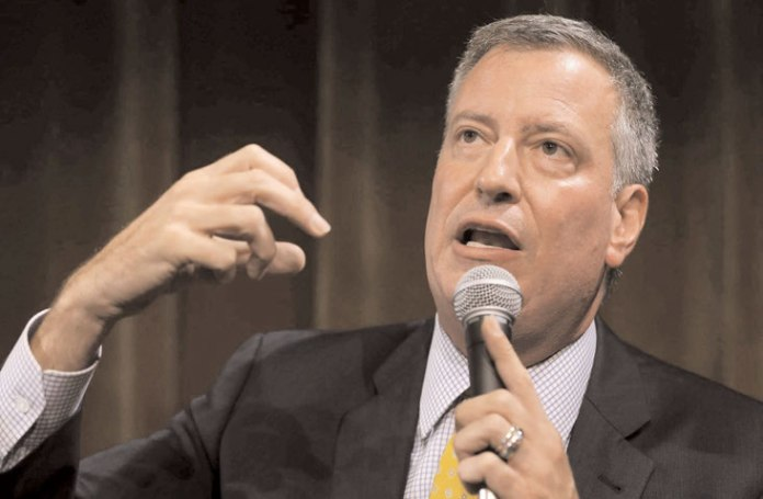 New York City Mayor Bill de Blasio announced, September 17, an initiative to provide comprehensive citizenship assistance services in City libraries