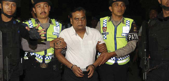 Gangster Chhota Rajan being taken to the Bali airport from where he was deported to Delhi.