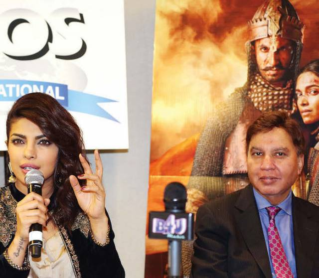 Priyanka - Different Strokes Photos : Mohammed Jaffer-Snapsindia