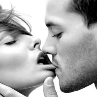 Guys, how to kiss a girl properly and make her go crazy - See this to become a pro!
