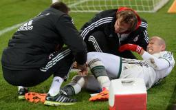 Bayern reach cup quarters, Robben injures knee