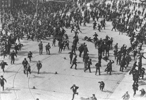 Bloody-Sunday-1913-300x214