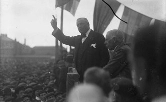 IPP leader John Redmond addresses a pro Home Rule rally in 1912.