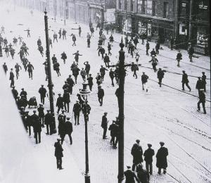 A street riot in in Belfast, 1920.