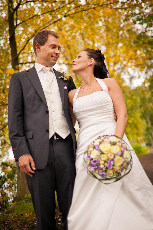 Sensommer bryllupbilleder med smukke farver fra Silkeborg