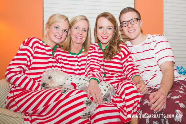 christmas jammies  | thejarratts.com