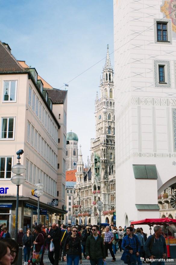 Approaching the Rathaus from Marienplatz
