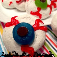 Eyeball Donuts : Easy Halloween Treat
