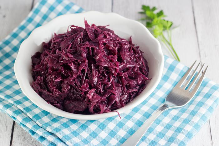 Easy Braised Red Cabbage (Blaukraut)