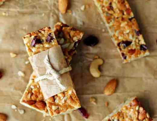 Crunchy, full of flavour and chock full of goodness these Cranberry Almond Snack Bars are the perfect healthy snack! | recipe at thekiwicountrygirl.com