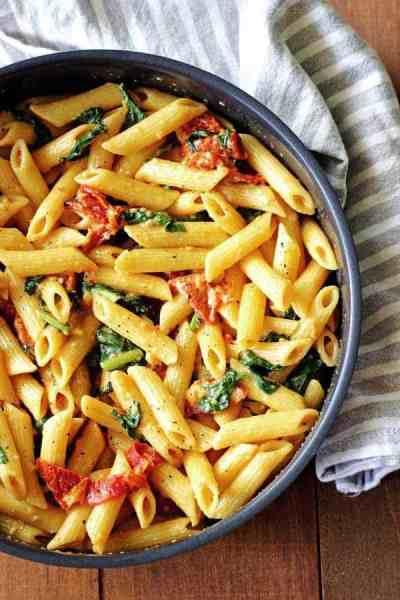 Creamy Sundried Tomato & Spinach Pasta