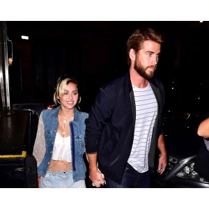 Genial Miley Cyrus Liam Hemsworth Miley Wears Engagement Ring From Liam Hemsworth On Cover Miley Cyrus Engagement Ring Rainbow Miley Cyrus Engagement Ring Details