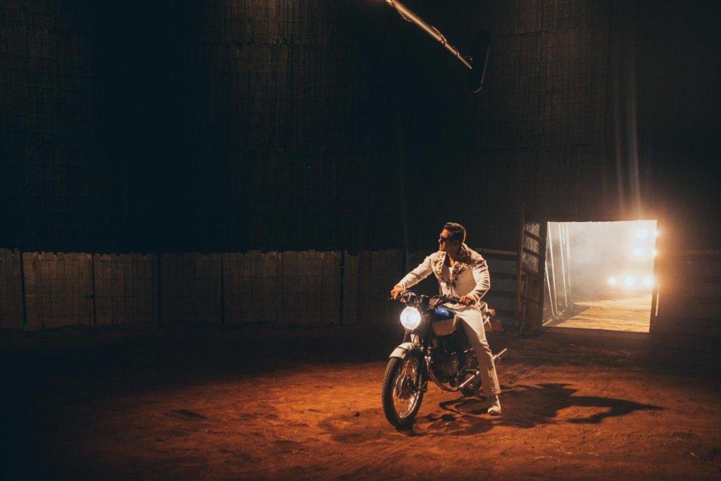 Salman Khan trains under Well of Death artistes for BHARAT