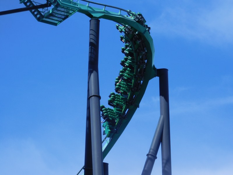 Sadly I didn't get a chance to ride Riddler's before the closing due to the massive line