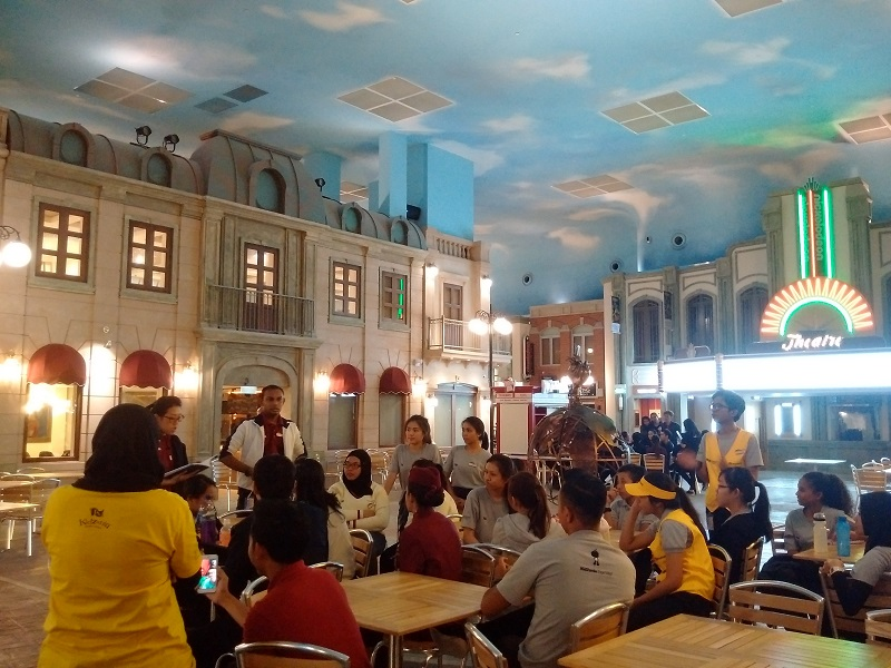 KidZania SG - Zupervisors gathering together for a debrief after a day of intensive training.