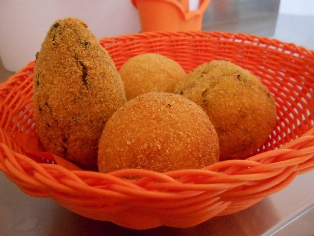 Arancini - vegan street food in Italy