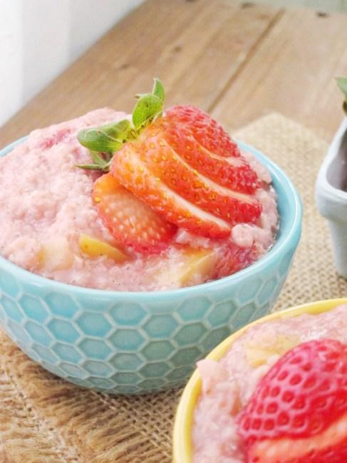 Strawberry Applesauce Oatmeal #vegan #oatmealartist