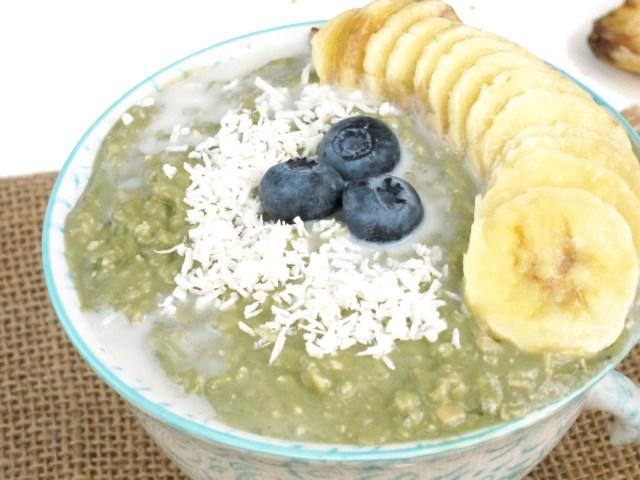 Matcha Yogurt Overnight Zoats by the #OatmealArtist
