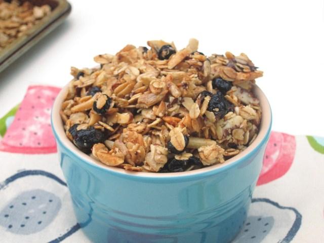 Choco-Blueberry Almond Granola by the Oatmeal Artist #Vegan