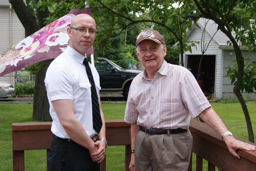 Photo by Karen Zautyk Dan Jacoby (l.) of Military & Veterans Affairs Bureau, and World War II veteran Mike Paolino, who got some volunteer help.