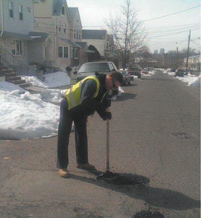 Photo courtesy Kearny DPW DPW employee Brian Paul applies fi nishing touches to pothole on Davis Ave. near Laurel Ave.