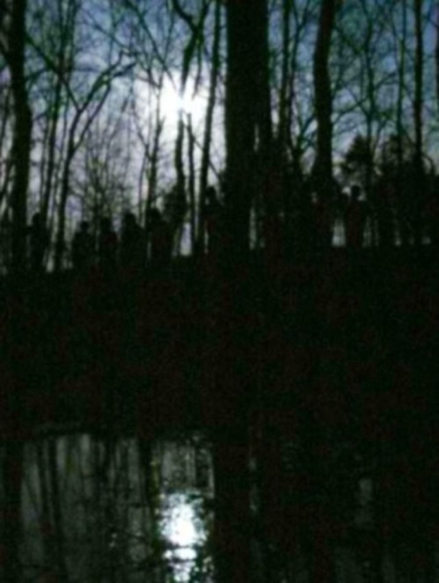 10 Disturbing Pictures of Shadow People That Will Make Your Skin Crawl