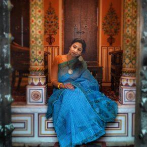 Celebrating the Art Expressions of Handloom with Banarasi Super Net Saree!
