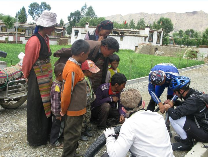 changing a tyre in tibet