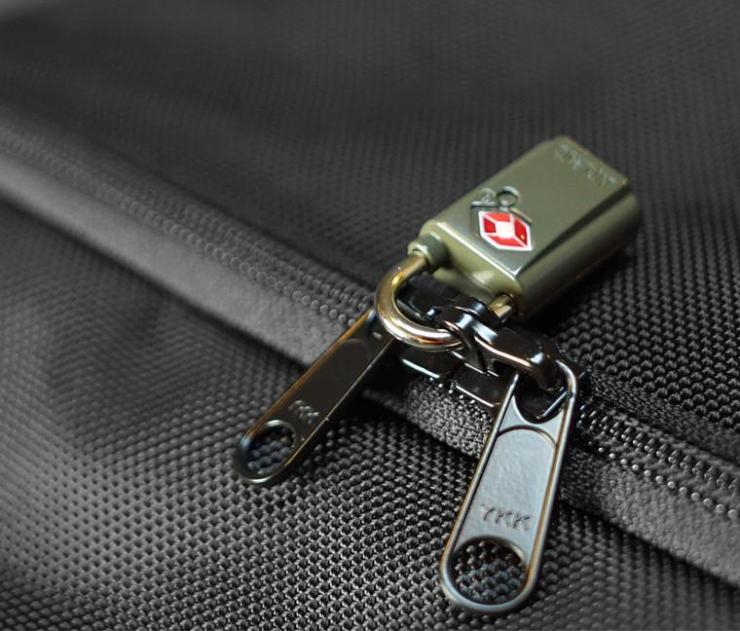 """An example of """"Lockable Zippers"""""""