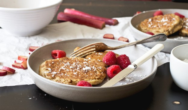 Rhubarb Crumble Pancakes // The Pancake Princess