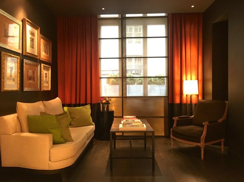 restaurant le lulli the parisienne. Black Bedroom Furniture Sets. Home Design Ideas