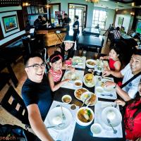Lunch At Bagoong Club, Twin Lakes