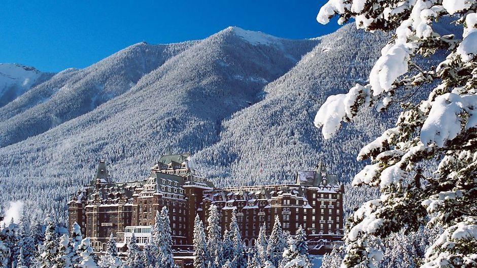 Fairmont_Banff_Springs_Hotel_ext_3