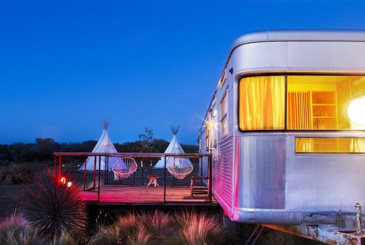 El-Cosmico-Bunkhouse-Hotel-Marfa-Airstream