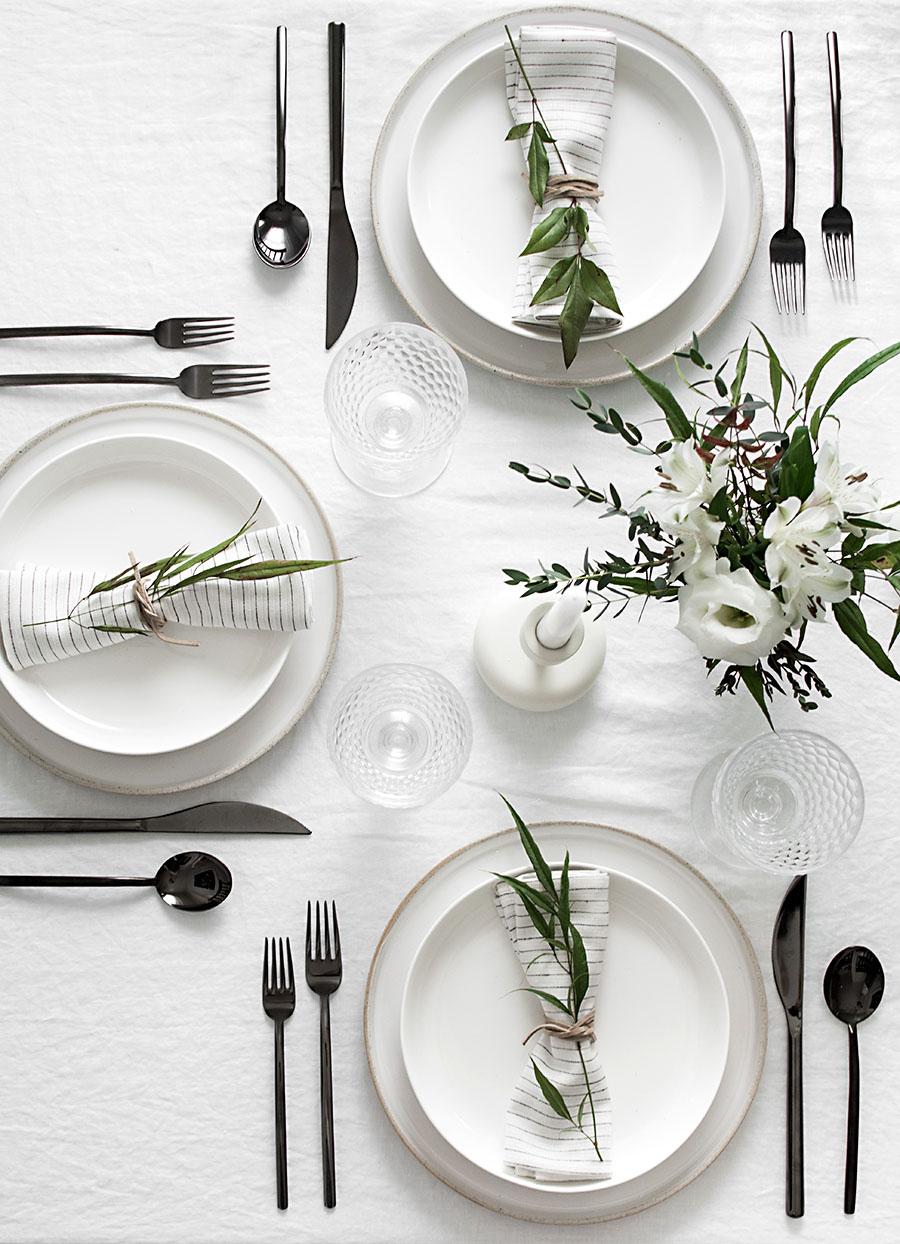 simple-minimal-table-setting-black-flatware