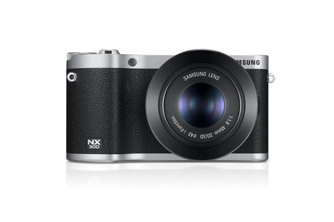 NX300_004_Front-with-45mm_black