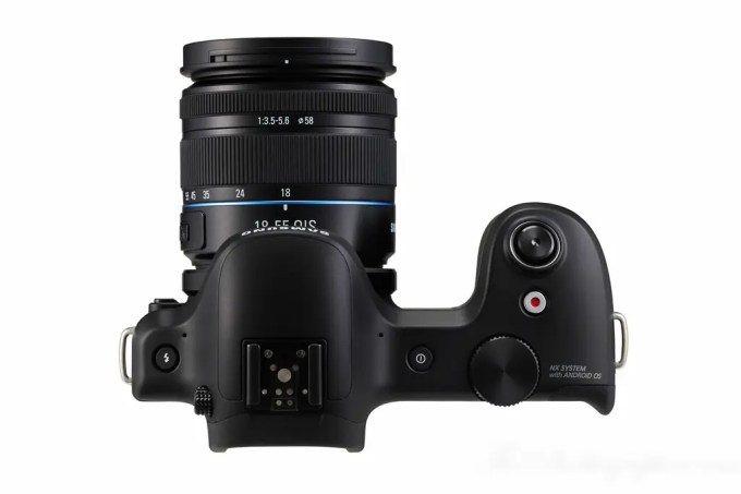 Chris Gampat The Phoblographer Samsung Galaxy NX Camera product photos (4 of 8)