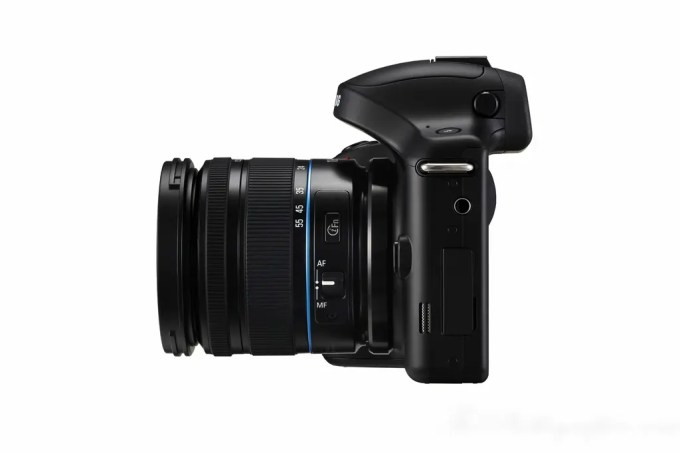 Chris Gampat The Phoblographer Samsung Galaxy NX Camera product photos (6 of 8)
