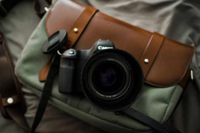 Chris Gampat The Phoblographer Zeiss 50mm f1.4 Milvus lens review product images (2 of 8)ISO 4001-200 sec at f - 4.0