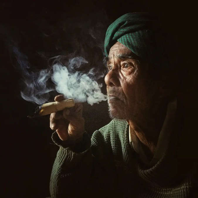 SMOKING OLD MAN by Aung Pyae Soe_Portraits_1stPlace_8513