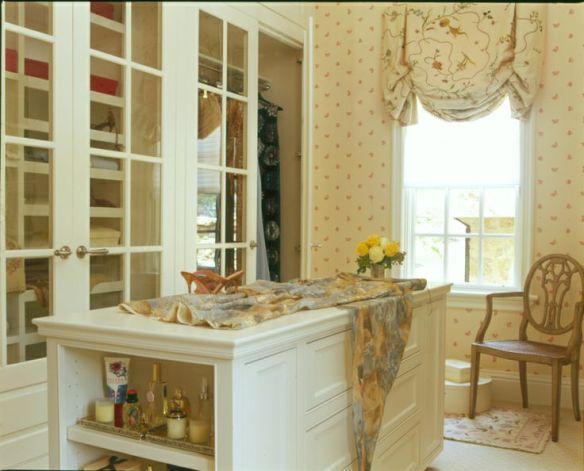 Woman's Closet CK SA 2003