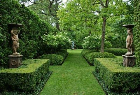 Boxwood Hedges via The Enchanted Home