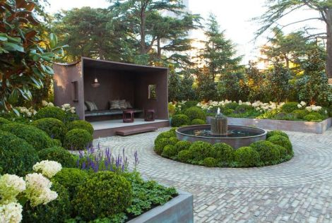 Incredible lanscaping of boxwoods by Paul Bangay